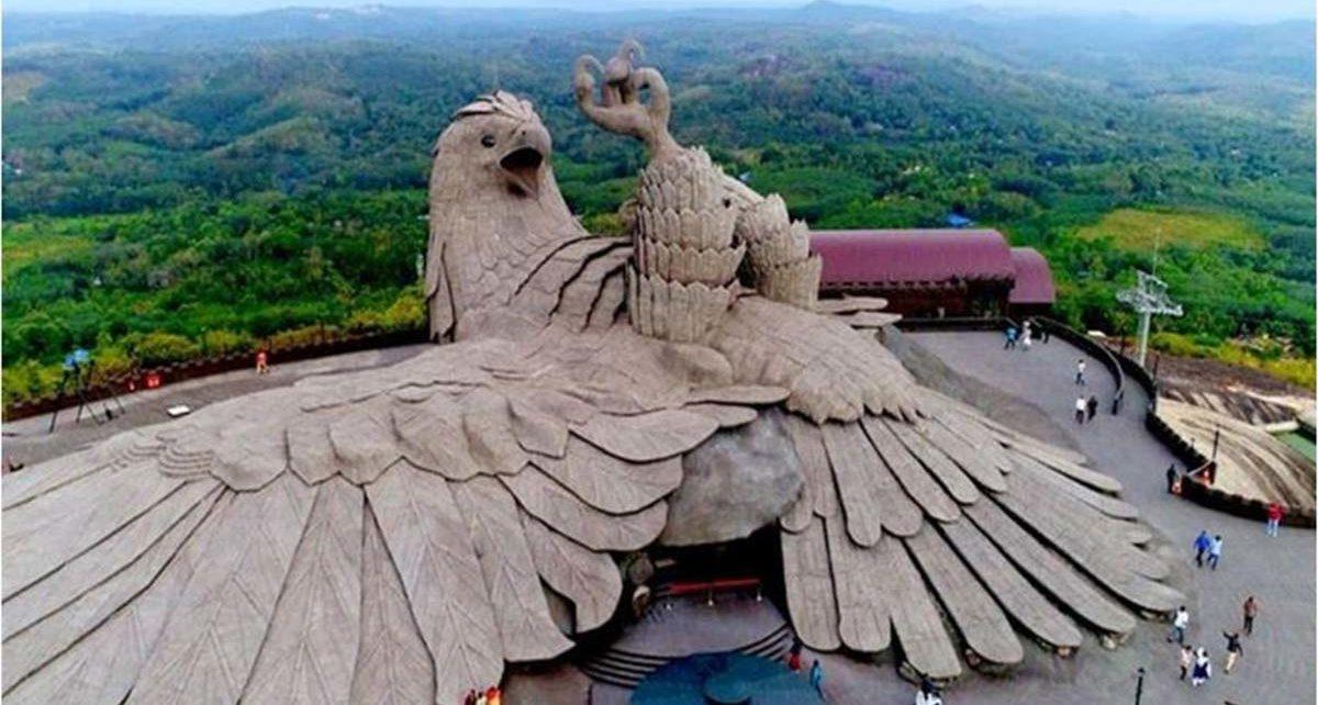 Keindahan Patung Burung Terbesar di Dunia