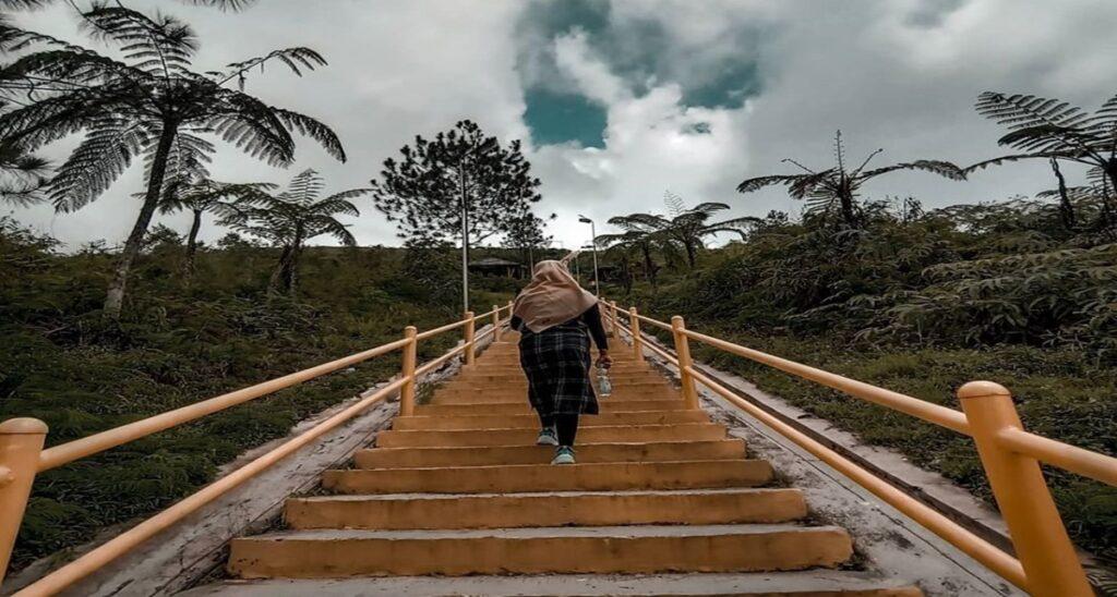 6 Gunung di Pulau Jawa yang Cocok untuk Liburan Keluarga