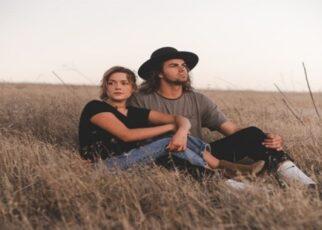 5 Tanda Kamu Menjauhkan Diri dari Pasanganmu