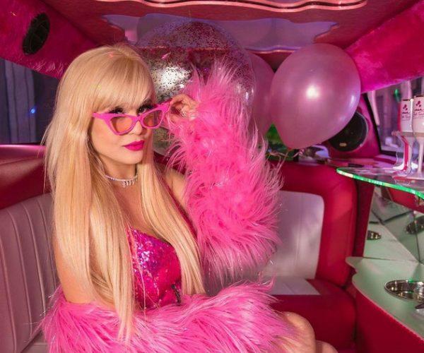 Terobsesi dengan Warna Pink, Kehidupan Wanita Ini Bak Barbie dalam Dunia Nyata